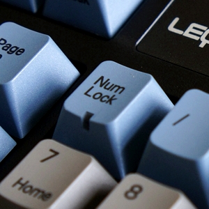 Win8-Win10 电脑开机后 Num Lock灯不常亮的解决办法